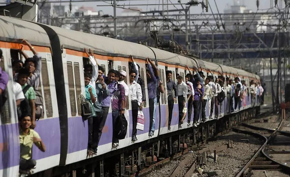 印度火车的震撼场面.