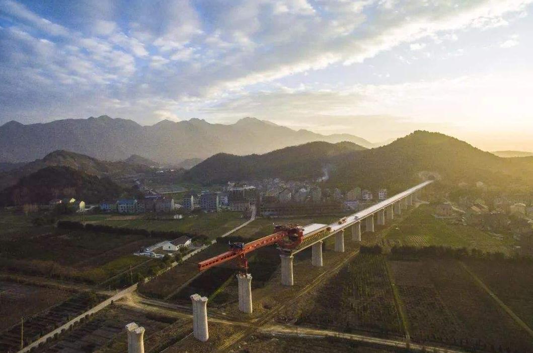 """中國首條""""旅游高鐵""""即將開通,沿途全是著名旅游景點"""