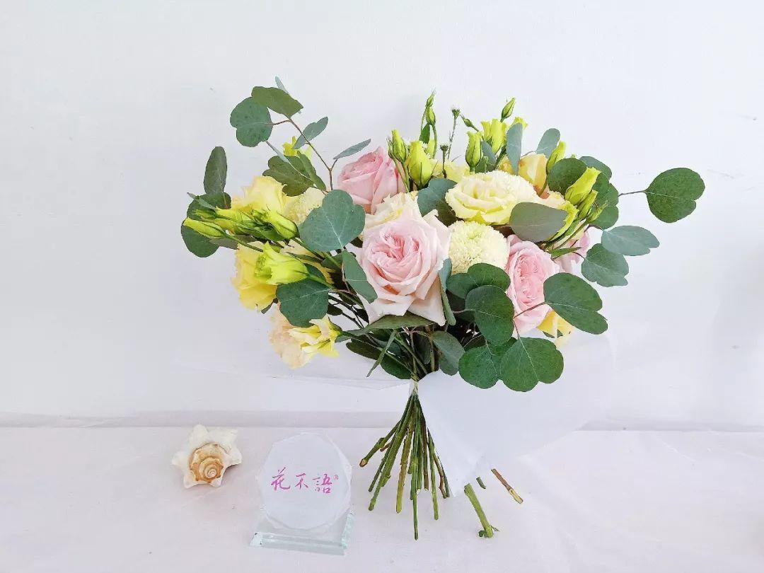 花艺小教程 | 冬日里的小清新:尤加利荔枝玫瑰瓶插花及花束