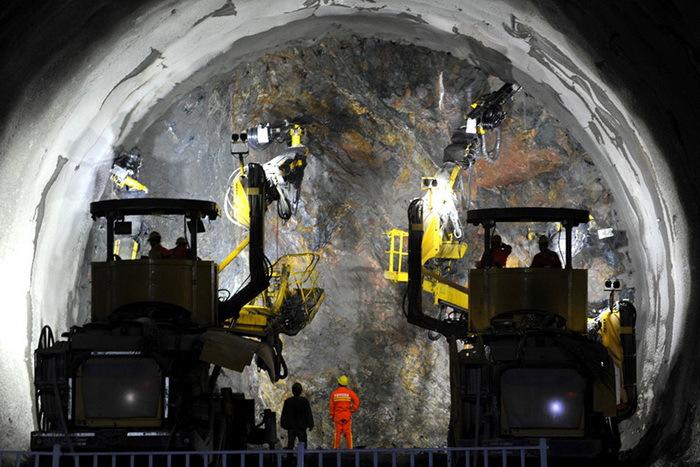 12.974公里 京张高铁最长隧道贯通