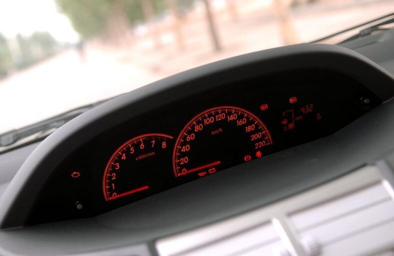更适合年轻女司机的两厢小车08款11万公里的雅力士2万多划算吗
