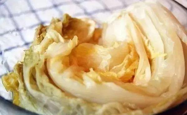 腌酸菜的原理_蔬菜腌制是我国传统的蔬菜加工方法.腌制的泡菜.酸菜等是人们喜爱的菜肴.但近来科学研究发现.蔬菜在腌制过程中.会产生亚硝酸盐.引发了