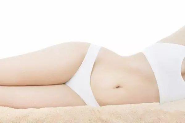 看看美女一丝不挂阴道大b图_白带到底是什么原因造成的呢?如何能够改善这一现象,让私处更加干净.