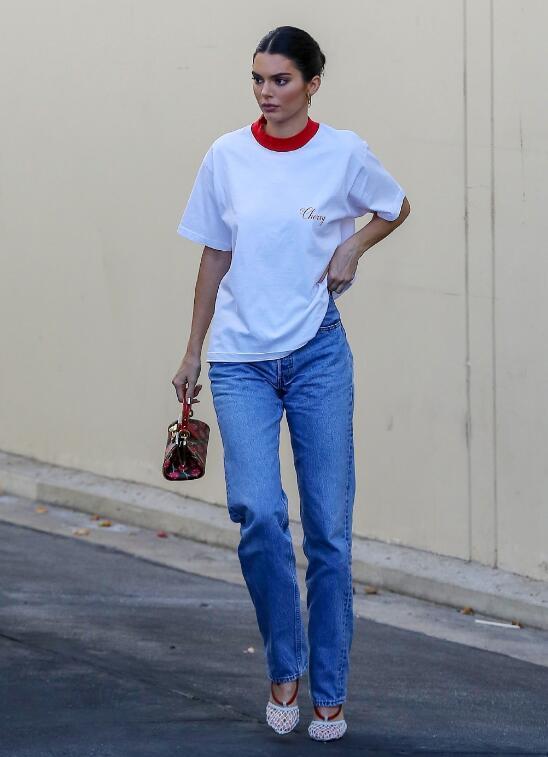 肯豆一年四季都在穿这条牛仔裤,究竟有什么魅力?