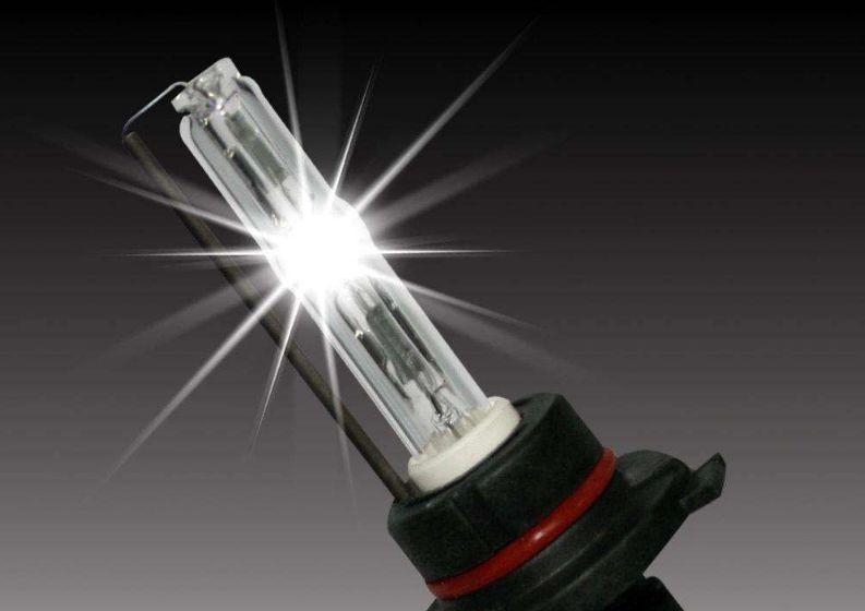 卤素大灯色温_汽车大灯多久会坏掉?换灯和改灯哪个更划算?_卤素灯