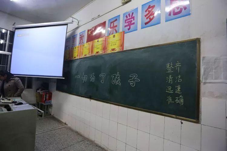 &quot刘校长引用了苏霍姆林斯基的教育名言充分说明了家校常沟通多联系