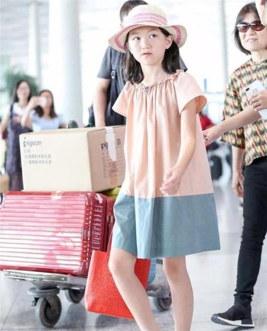 李亞鵬稱李嫣剛出生想把她一輩子藏在國外,網友:幸好親媽是王菲