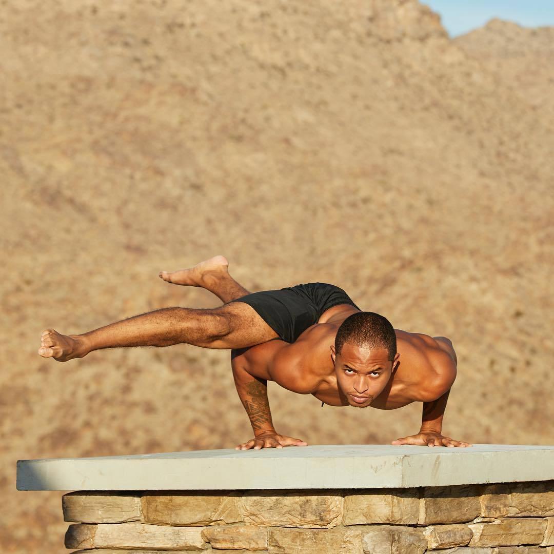 """""""适合男性健身的十二个瑜伽体式""""的第9张图片"""