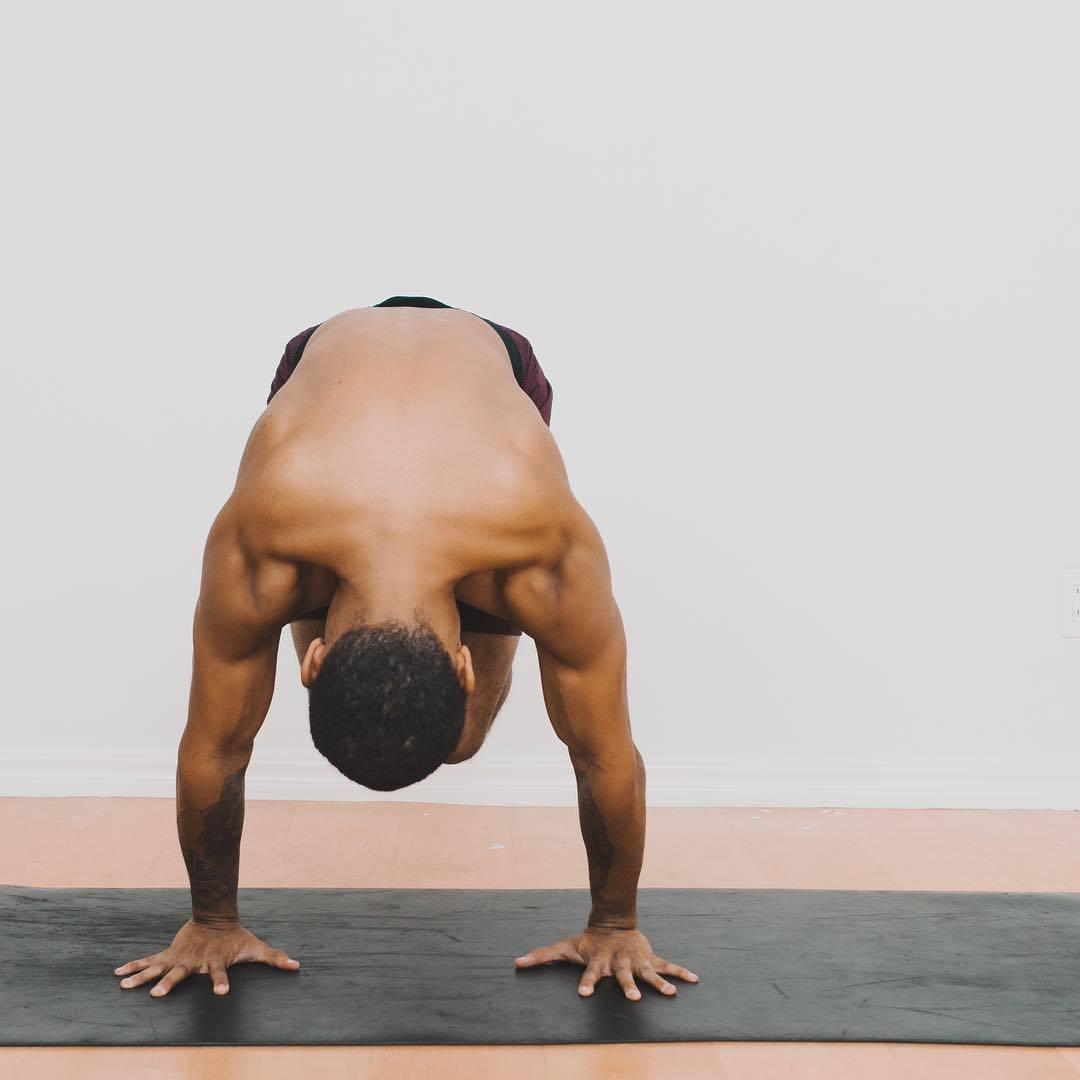 """""""适合男性健身的十二个瑜伽体式""""的第2张图片"""