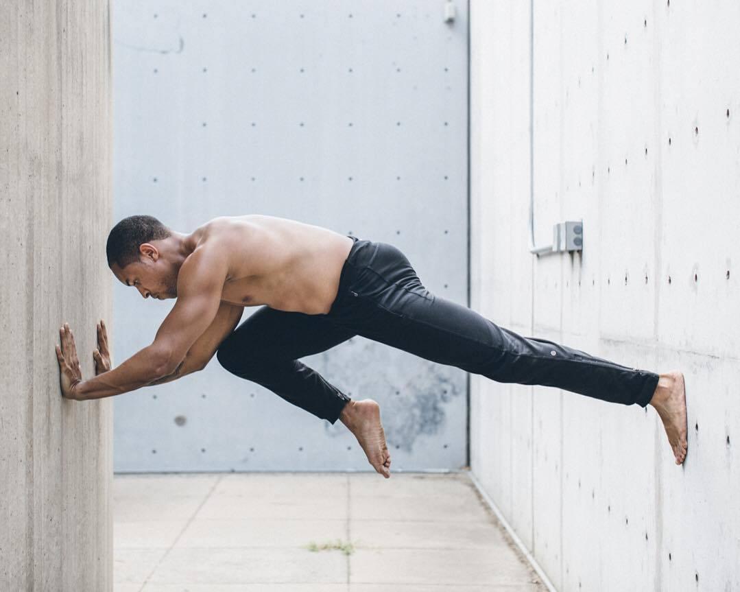 """""""适合男性健身的十二个瑜伽体式""""的第3张图片"""