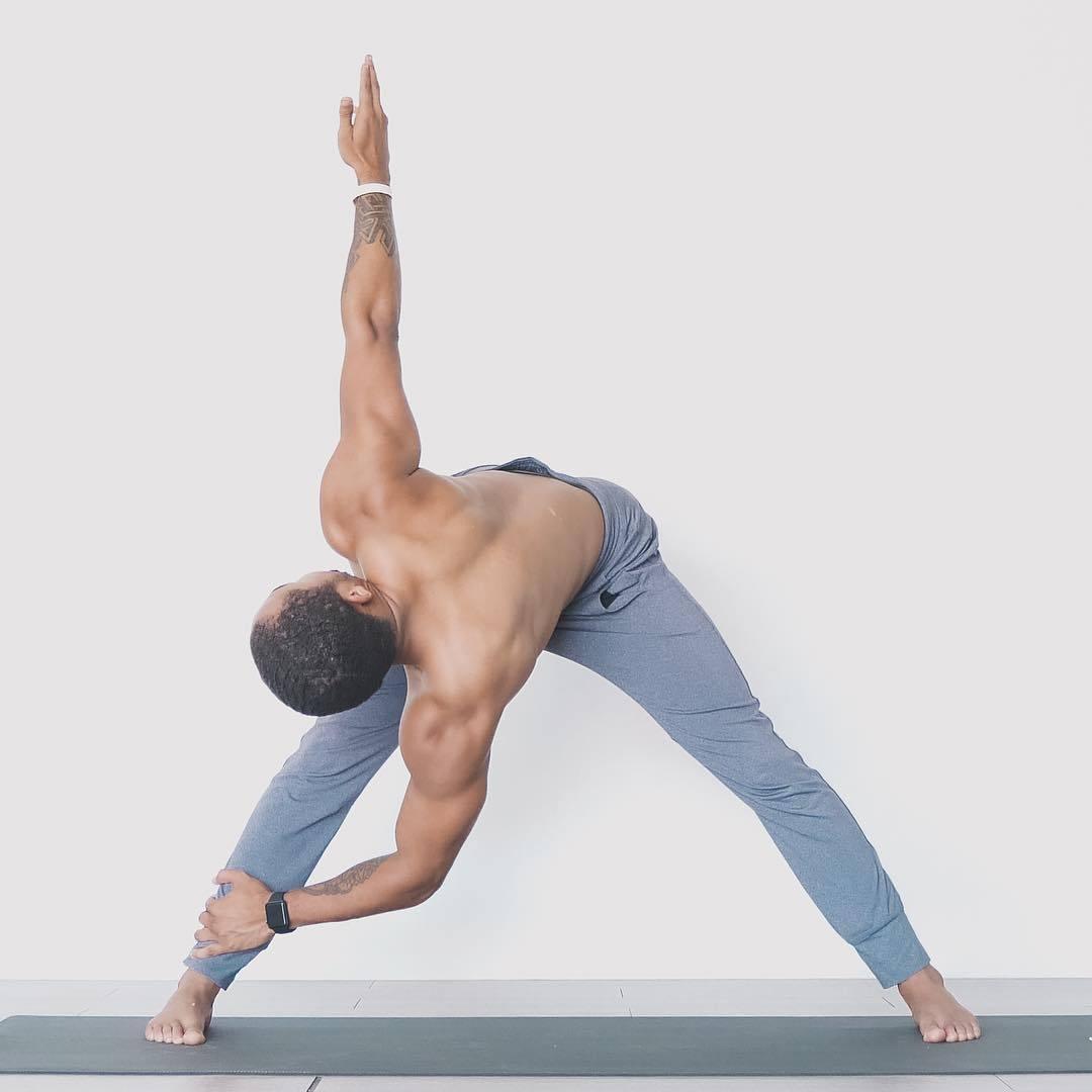 """""""适合男性健身的十二个瑜伽体式""""的第12张图片"""