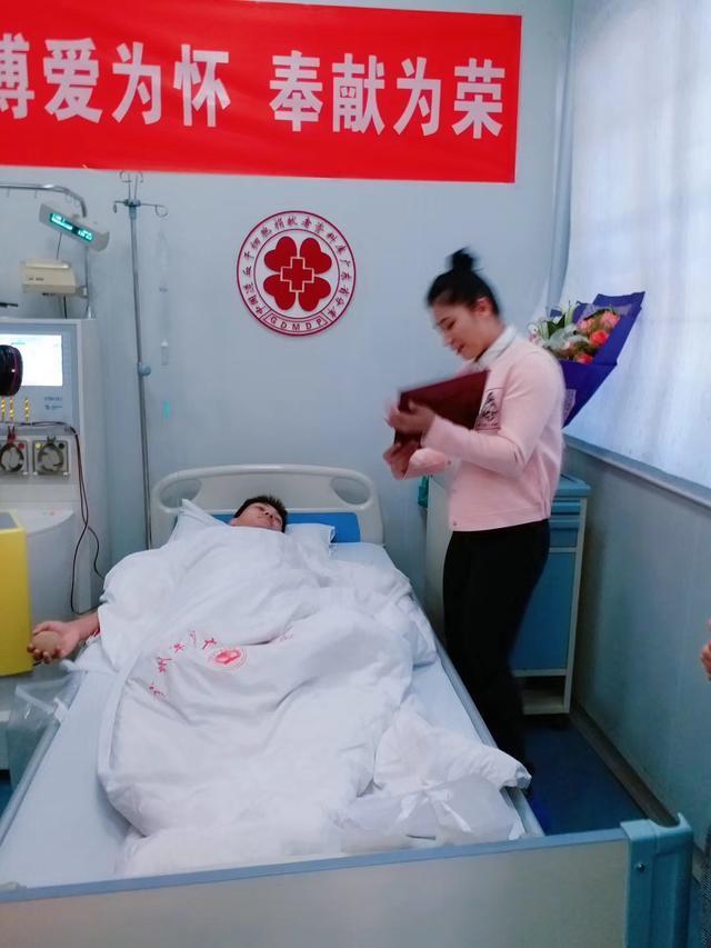 美女拳王蔡宗菊探望造血干细胞捐献者,用拳击精神传递希望