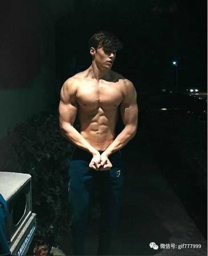腐男漫画肉肉动态�_7)肌肉男的肉不是硬的像石头