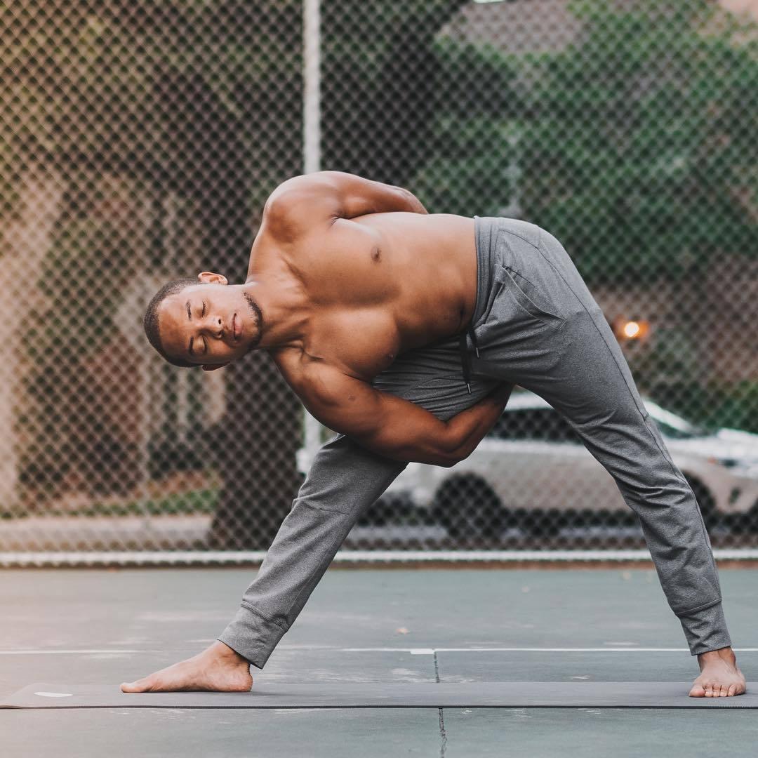 """""""适合男性健身的十二个瑜伽体式""""的第6张图片"""