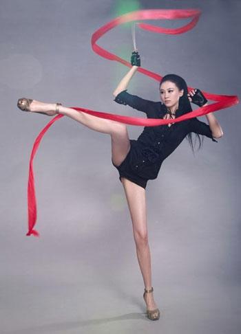 体操女神戴菲菲近况拒绝跟教练回家退役进娱乐圈35岁仍单身
