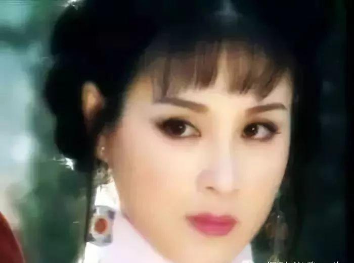在饰演赵飞燕之前,她曾出演了电视剧《女人不是月亮》中羞涩善良的扣