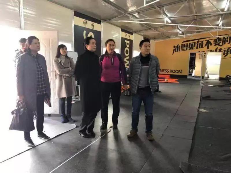 重庆市体育局赴南京慰问单板滑雪集训队重庆队员