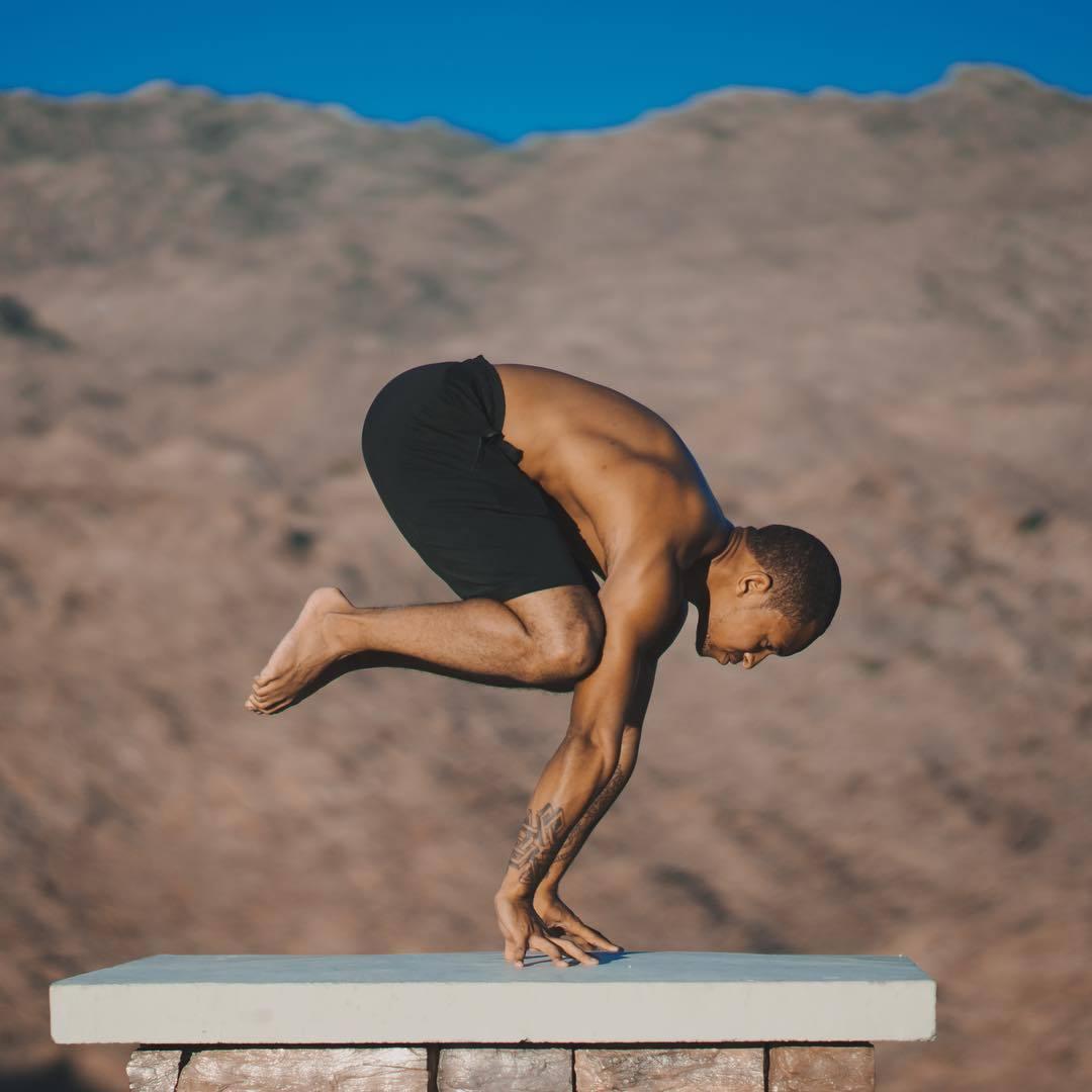 """""""适合男性健身的十二个瑜伽体式""""的第11张图片"""