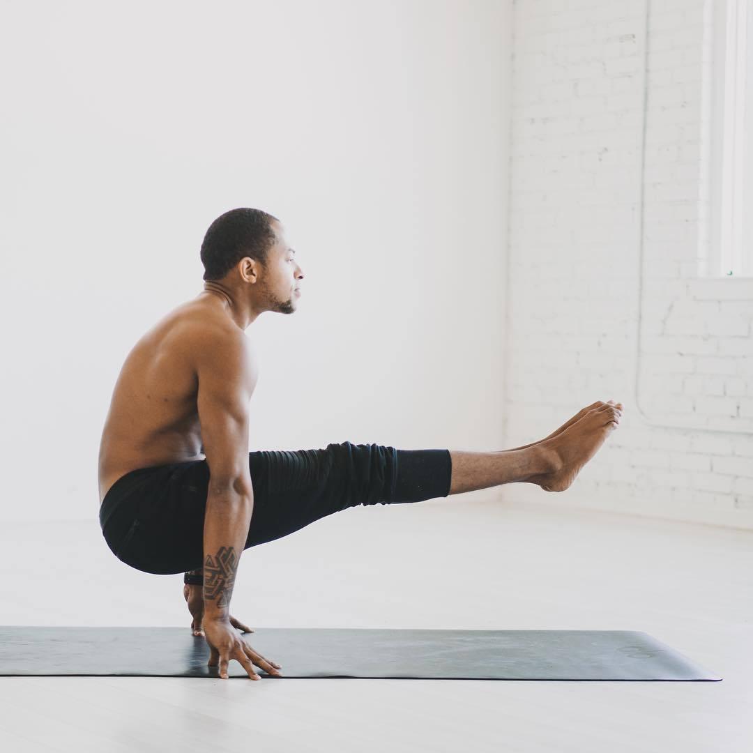 """""""适合男性健身的十二个瑜伽体式""""的第4张图片"""
