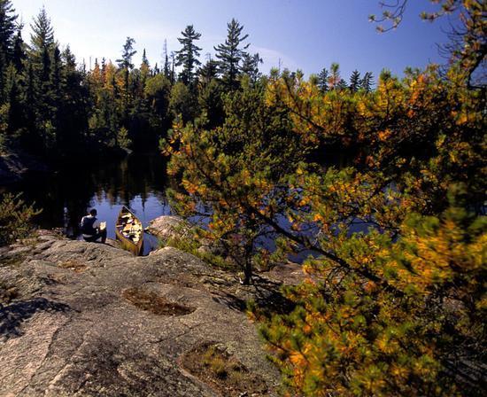 在无人的边境水域体验一把水上荒野求生!