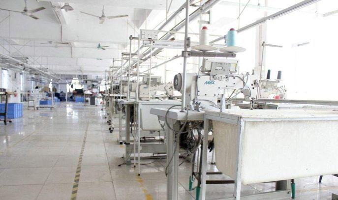 服装厂车间 工厂车间 服装车间 服装机器设备 车间流水线 摄影图片