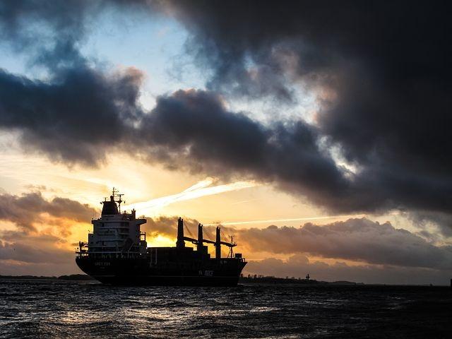 国际油价暴跌8%,为啥欧佩克对于国际油价的控制不灵了?