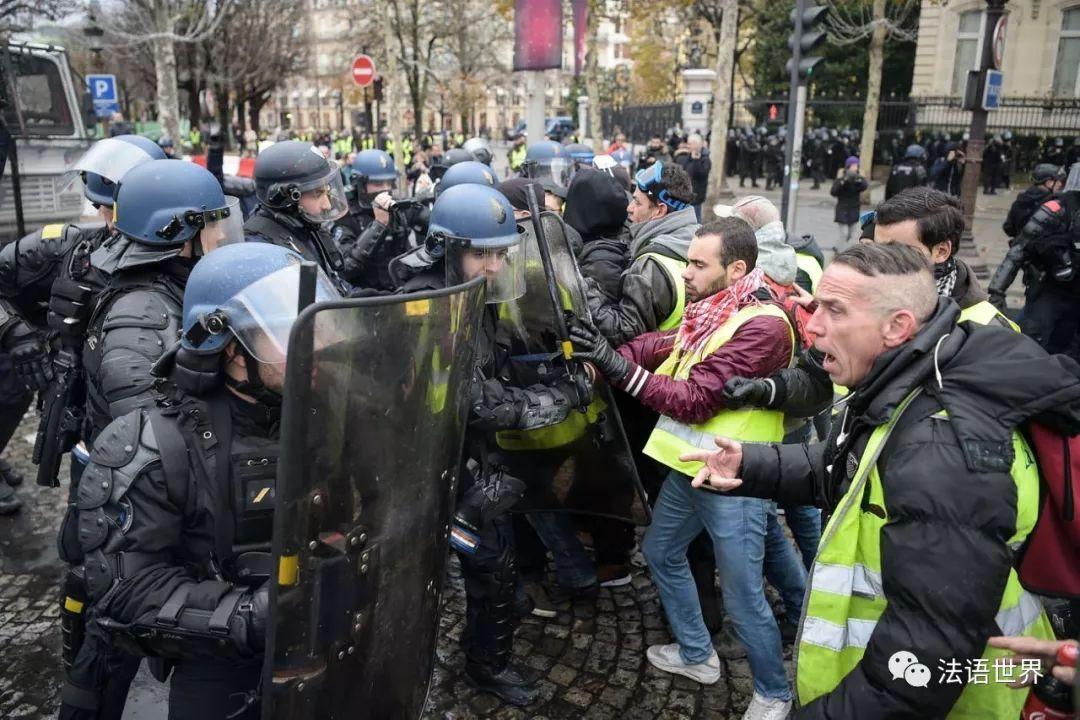 法国黄马甲运动 II,巴黎香街成战场,马克龙连说