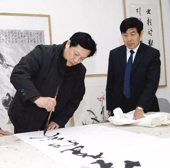 唐国强书法:字体结构错乱,称不上艺术品