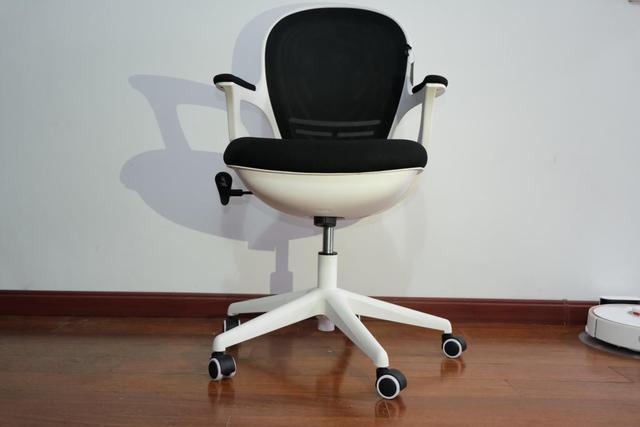 这可能是最时尚小巧的电脑椅了:黑白调新品HDNY145评测