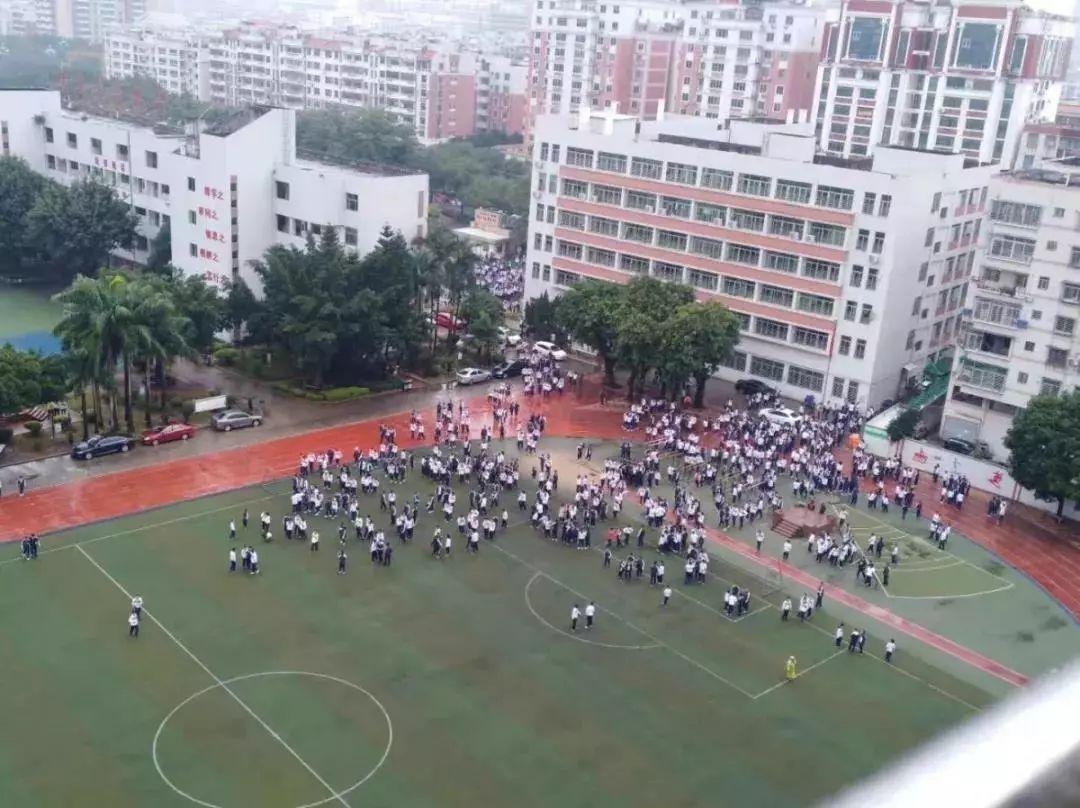 地震了 福建这些学校操作厉害了 附地震自救手册