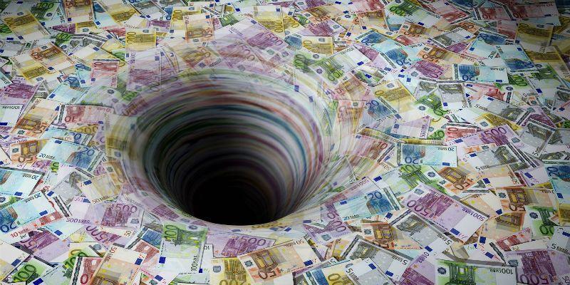 谁应该为债务危机负责?
