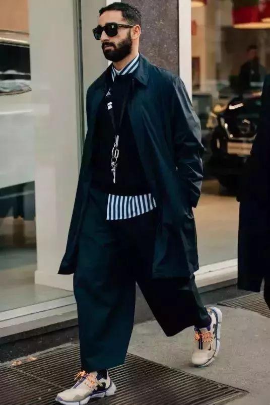 黑色风衣配什么裤子_风衣配什么裤子好看