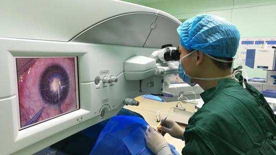 后巩膜加固术