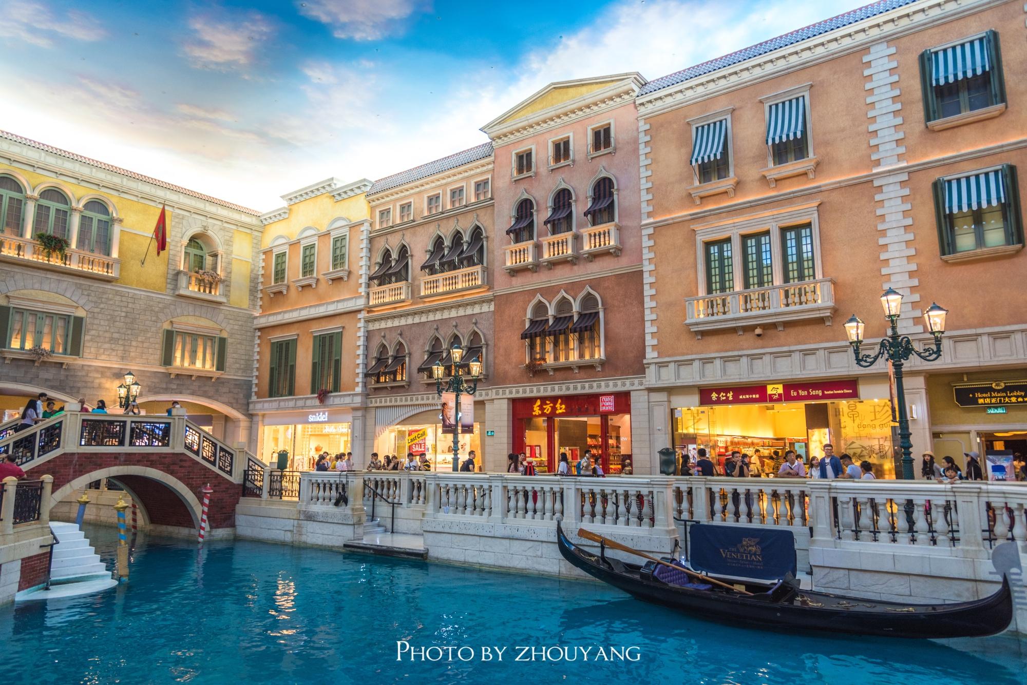 澳门最大的室内购物中心三条运河纵横其中零售额冠绝全澳
