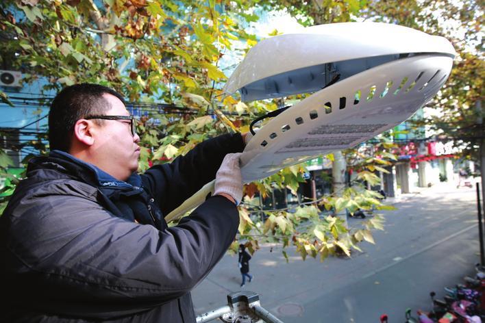 邯郸街头更换新型节能LED灯