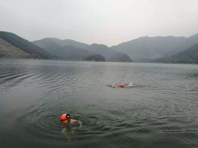 听一位老冬泳人说说,冬泳十大乐趣!
