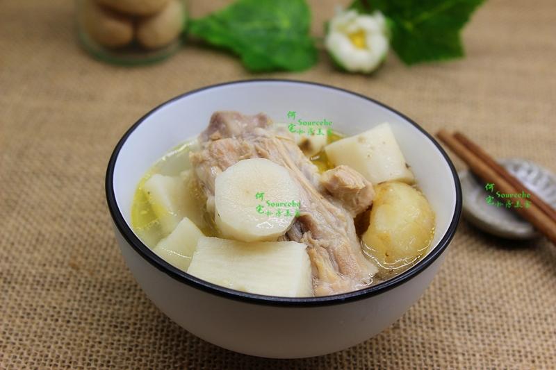 汤在我家和米饭一样重要,吃饭前都要喝一碗汤。有时间就用砂锅煲靓汤,没时间就滚菜汤,如果时间不是很多又想喝汤,还可以用压力锅快速煲汤。