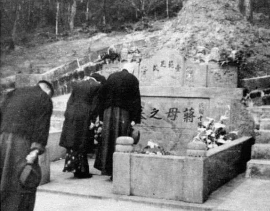 解放奉化后,毛主席做的这件事,让蒋介石不胜感激