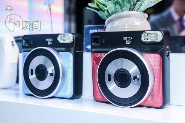 带来多种新玩法富士发布新款拍立得相机 SQ20