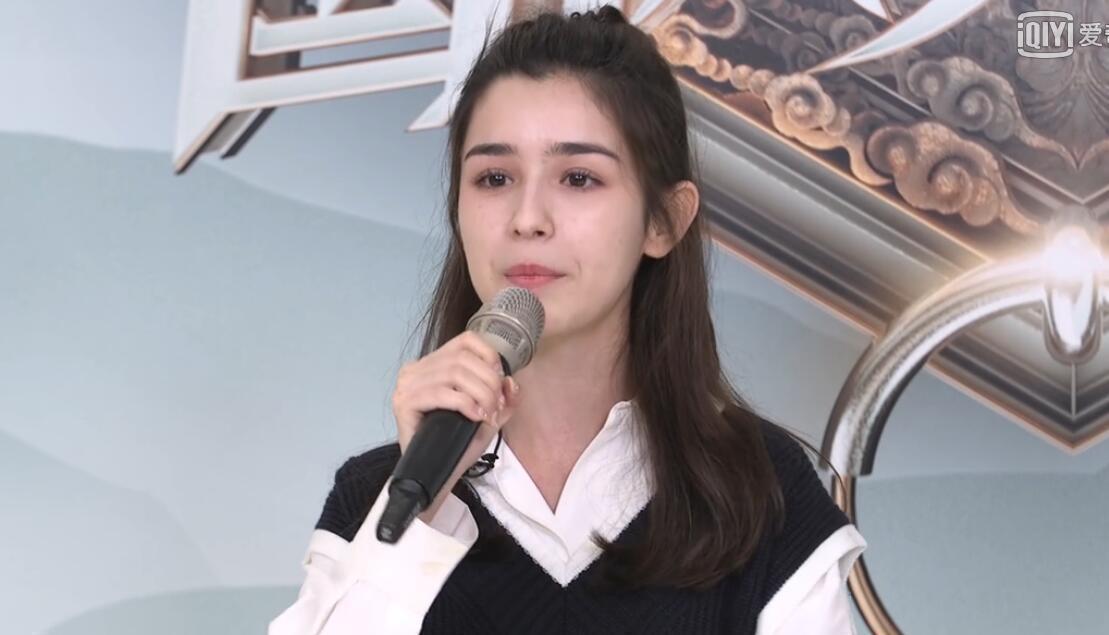 继热巴和娜扎之后,这位新疆小女星偷偷火了,五官甚至比她们更耐看
