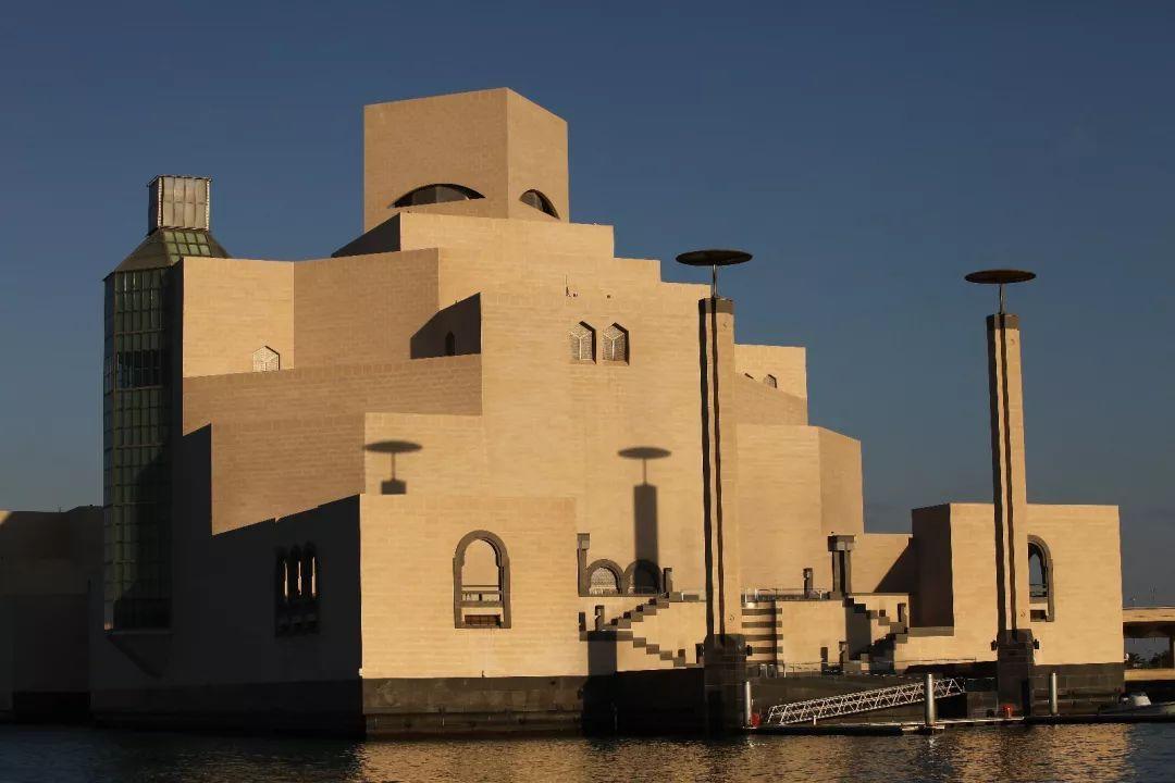 多哈伊斯兰艺术馆由华裔建筑师贝聿铭设计,于2008年落成.图片
