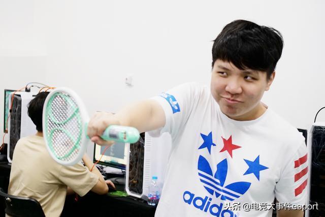 古风美男AmazingJ宣布暂别赛场做主播,网友疑惑不解:为什么?