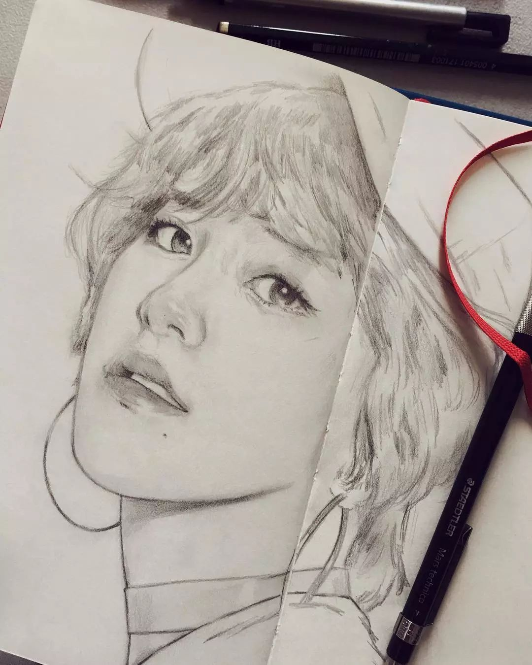 铅笔手绘性感