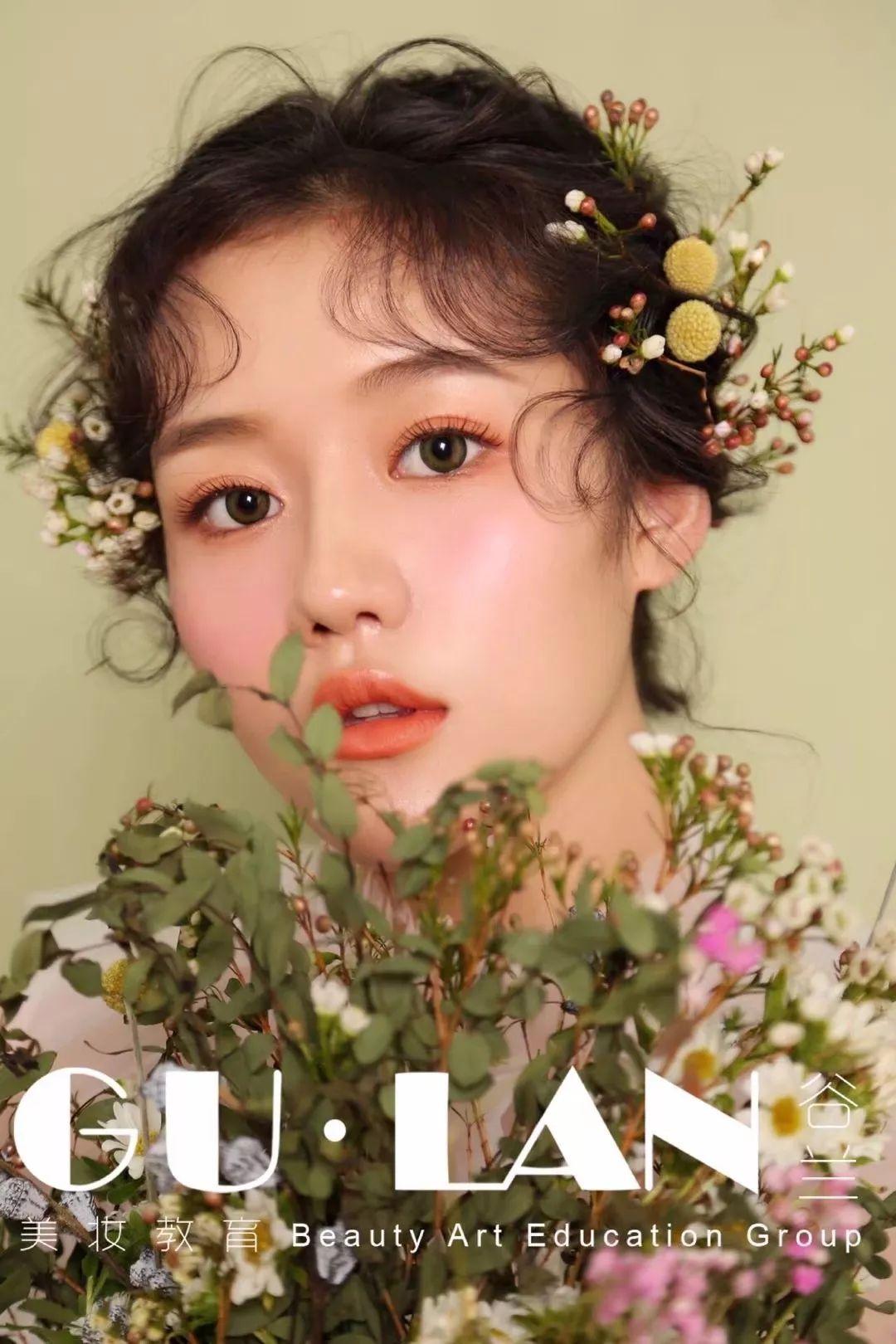 鲜花减龄妆容 清新减龄妆容配以鲜花头饰让你仙气十足 鲜花抽丝造型图片