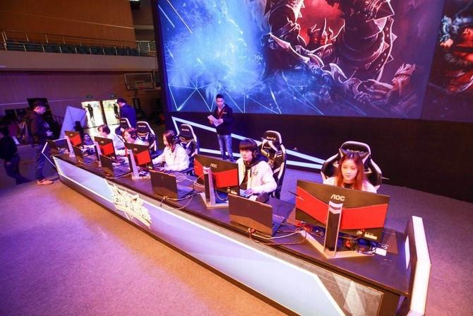xdd出战蜘蛛电竞h&w超级联赛 天才少年成女子战队眼中