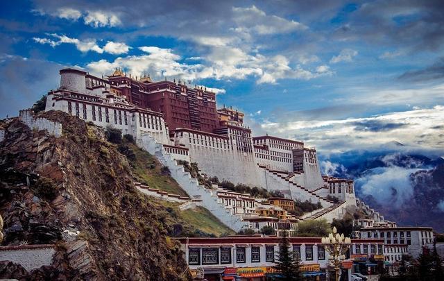 冬季想去藏区旅游的你知道去哪座山呢?