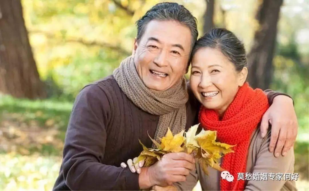 熟肥老夫妻_经过莫愁老师们的耐心调解,老夫妻终于冰释前嫌,相伴回家了.