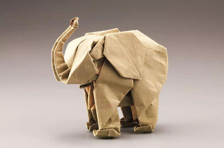 除了像神谷哲史这样钻研传统技法的高手以外,也有不少人在尝试把折纸
