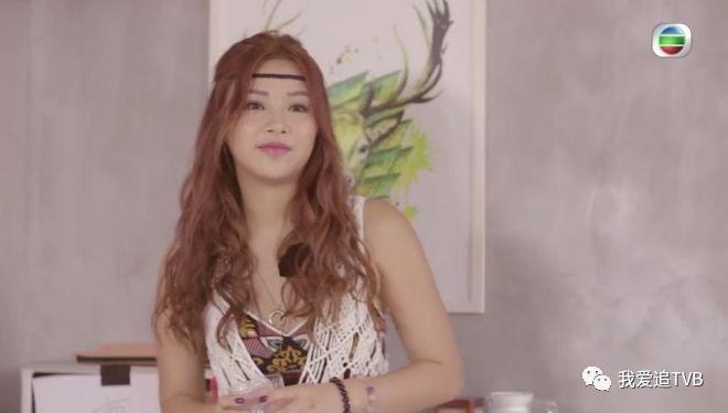 在第一集中,她的行为更让众人误以为同房的唐美兰是「hall 鸡」.