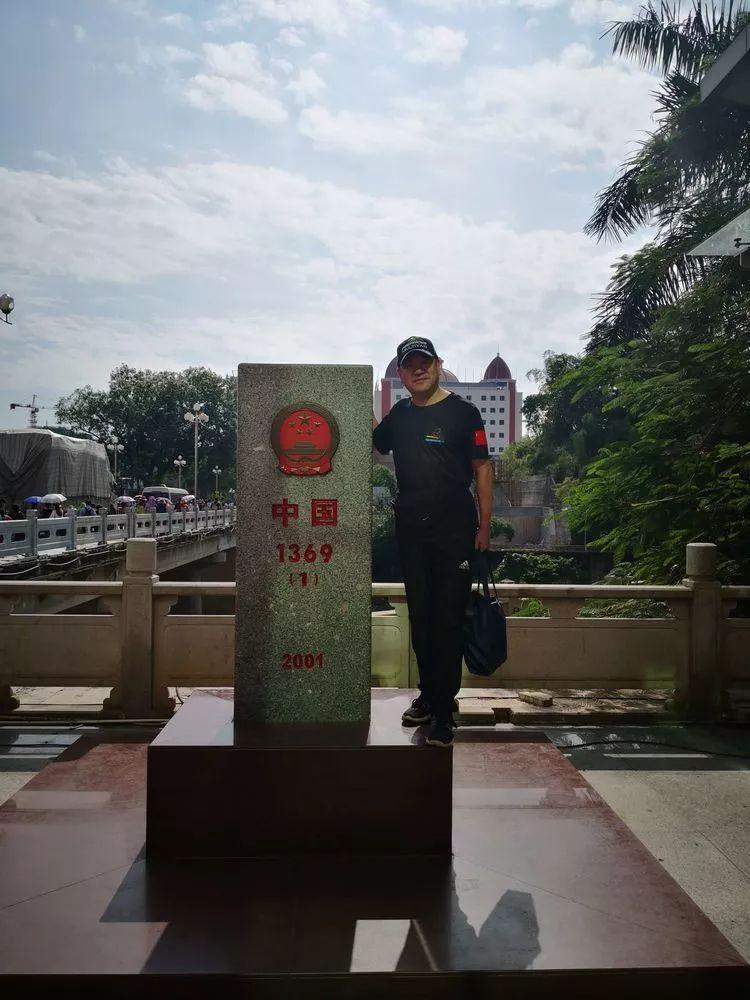 出关,准备跨过北仑河中越友谊桥国界进入越南